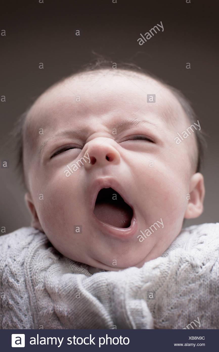 1 - 2 months baby boy yawning - Stock Image