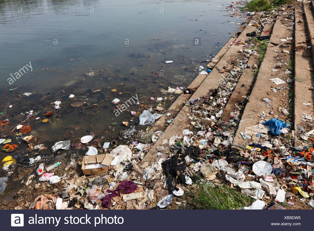 Garbage, dirty riverbank, Kapila, Kabini, Kabbani River, Nanjangud, Karnataka, South India, India, South Asia, Asia - Stock Image