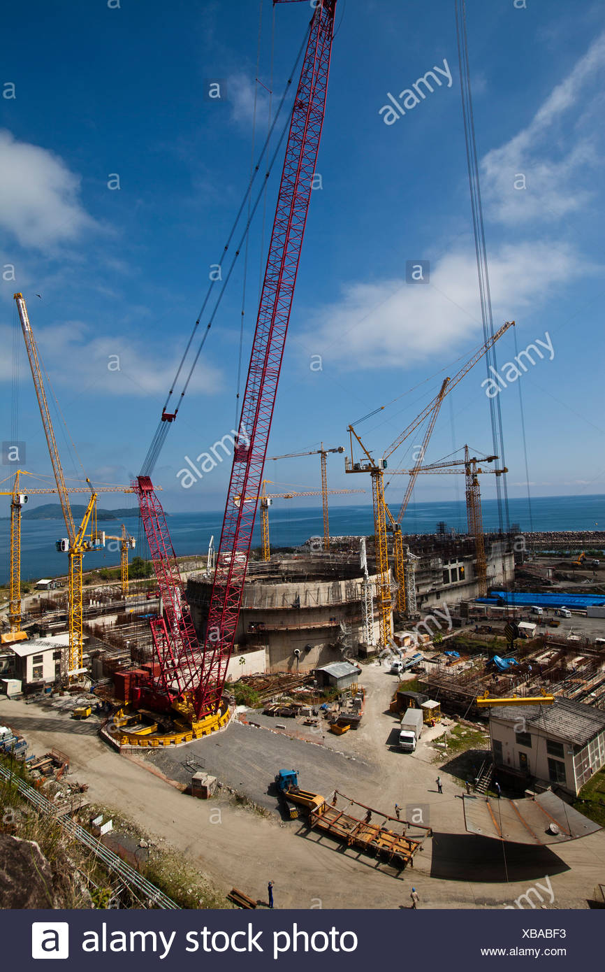 Cranes in operation at the construction of Angra 3 Nuclear Plant, Angra dos Reis, Brazil. Crane lifting a load - Stock Image
