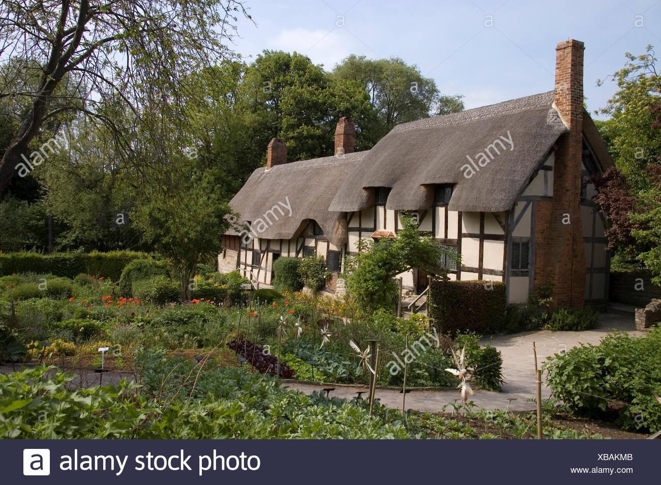 thatched,tudor,thatch chimney garden stratford-upon-avon cottage ...