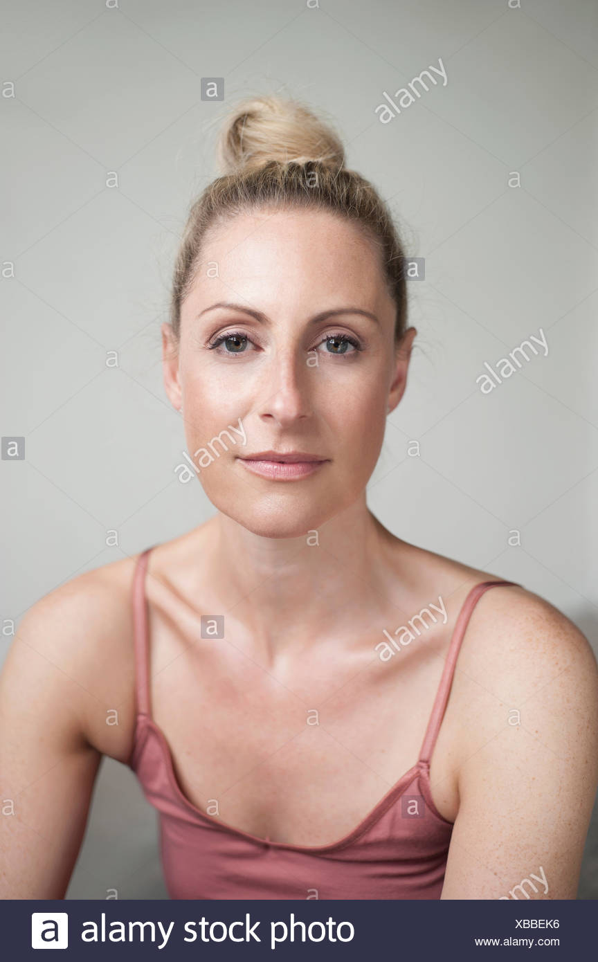 Portrait of a mid adult woman, Munich, Bavaria, Germany - Stock Image