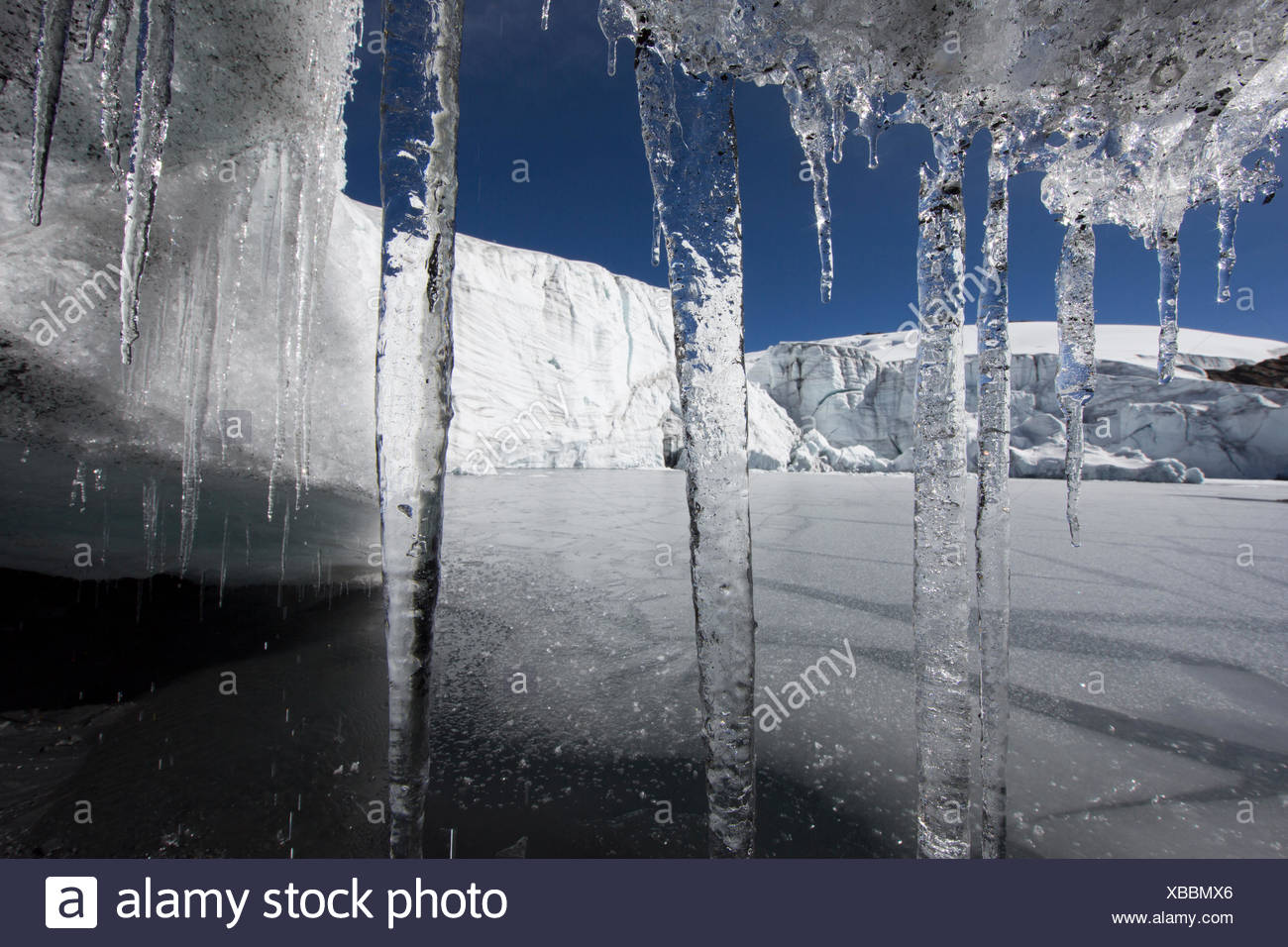 Glacier cave with icicles, Pastoruri Glacier 5200m above sea level, Cordillera Blanca, Andes, Peru - Stock Image
