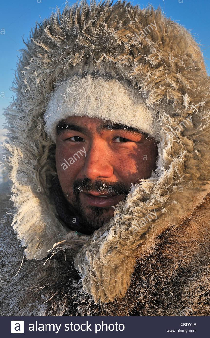 b47cf073f Eskimos Wearing Fur Stock Photos   Eskimos Wearing Fur Stock Images ...