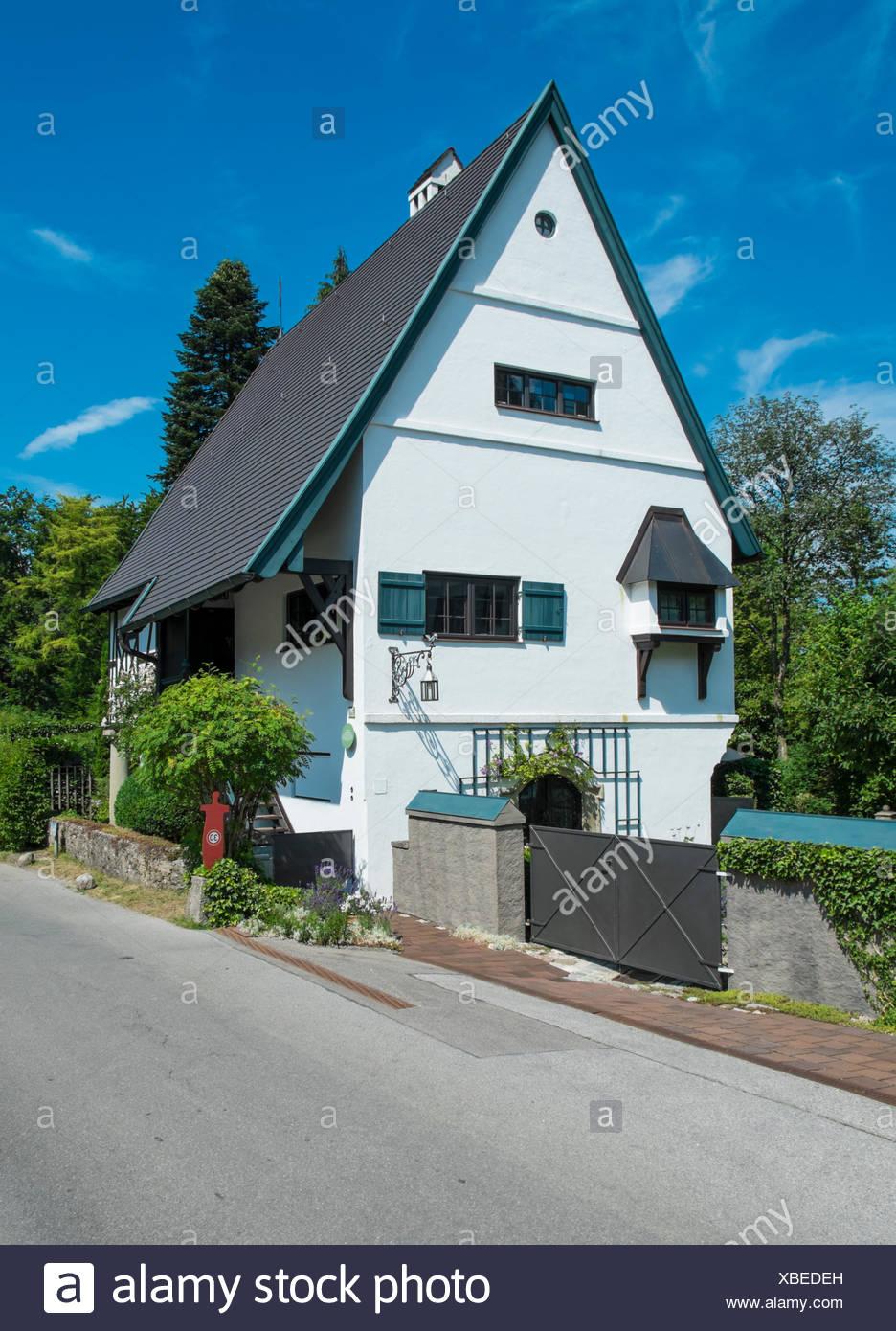 Haus mit Wassermuehle in Aschau, Chiemgau, Bayern, Germany - Stock Image
