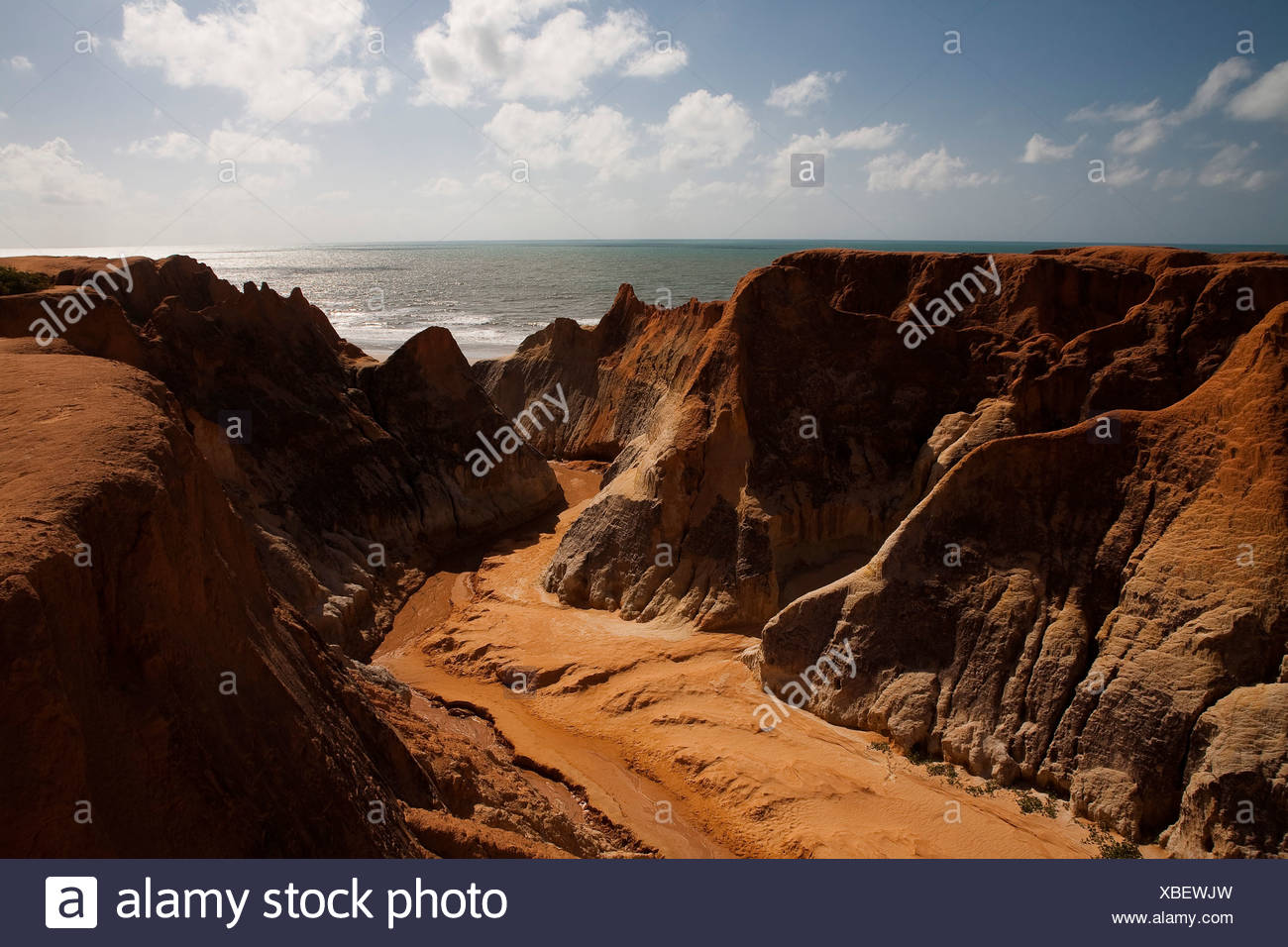 Morro Branco beach cliffs and labyrinths, Ceara State, Northeast Brazil. - Stock Image