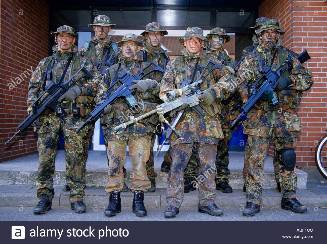 Soldiers belonging to the Kampfschwimmerkompanie, combat swimmers special unit standing outside their barracks - Stock Image