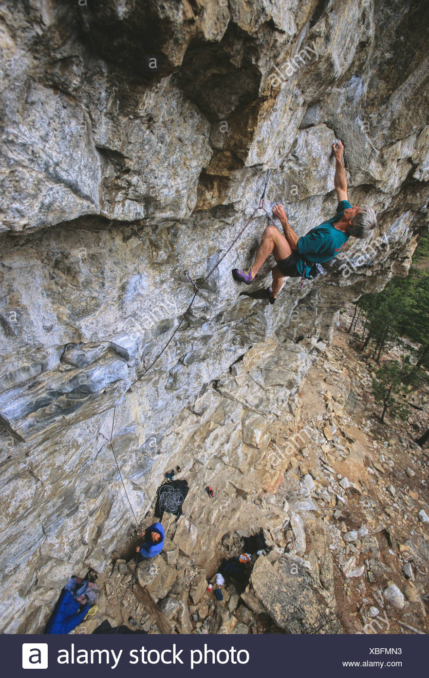 Lindsay Eltis climbing This Mortal Coil 5.12d on The Wave Wall Skaha Bluffs, Penticton, British Columbia, Canada. - Stock Image