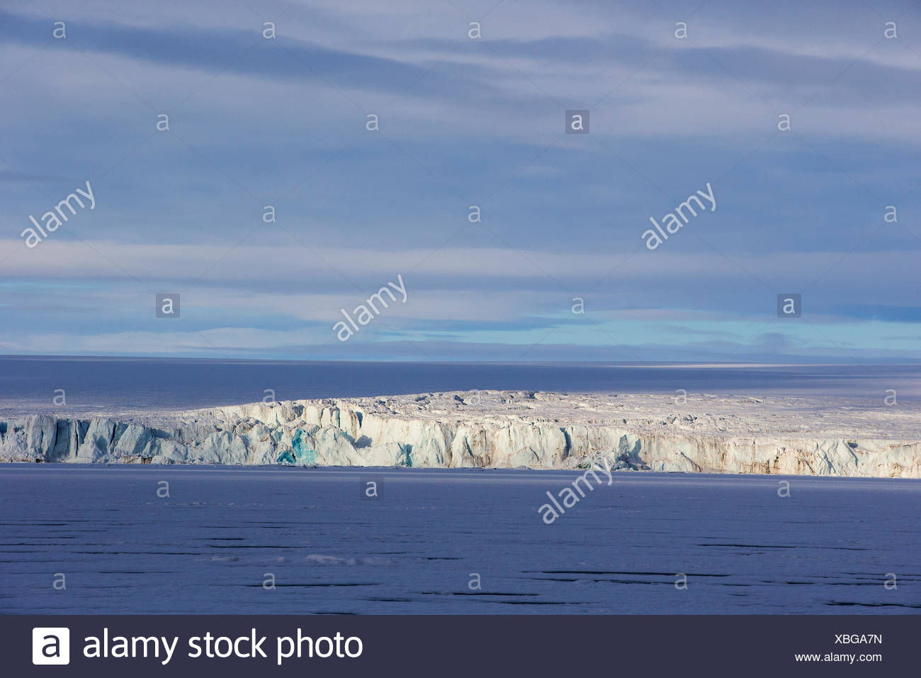 Hochstetterbreen, a glacier south of Hinlopen Strait, with heavy pack ice, Svalbard Archipelago, Arctic Norway. - Stock Image