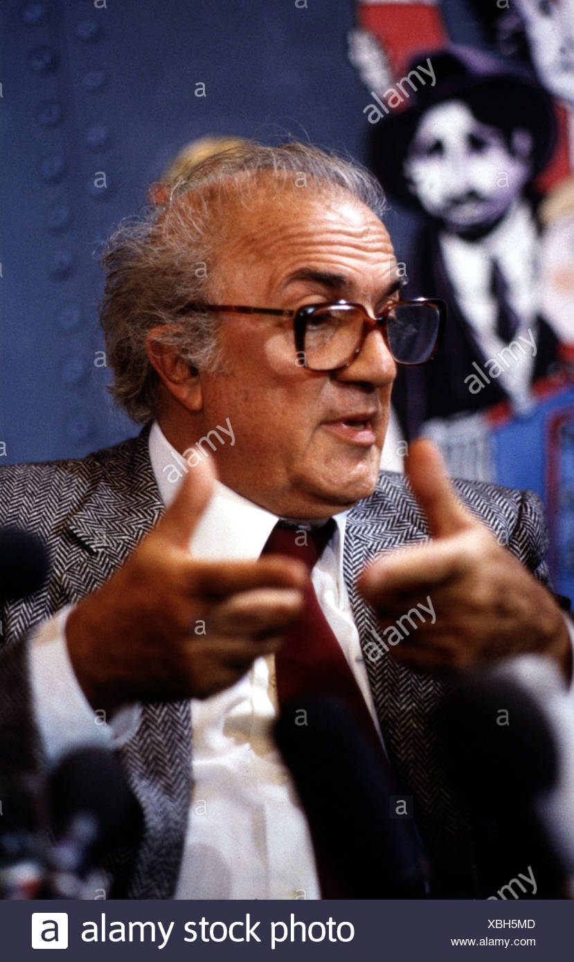 Fellini, Federico, 20.1.1920 - 31.10.1993, Italian director, portrait, during an interview, 1980s, glasses, 80s, gesticulating, - Stock Image