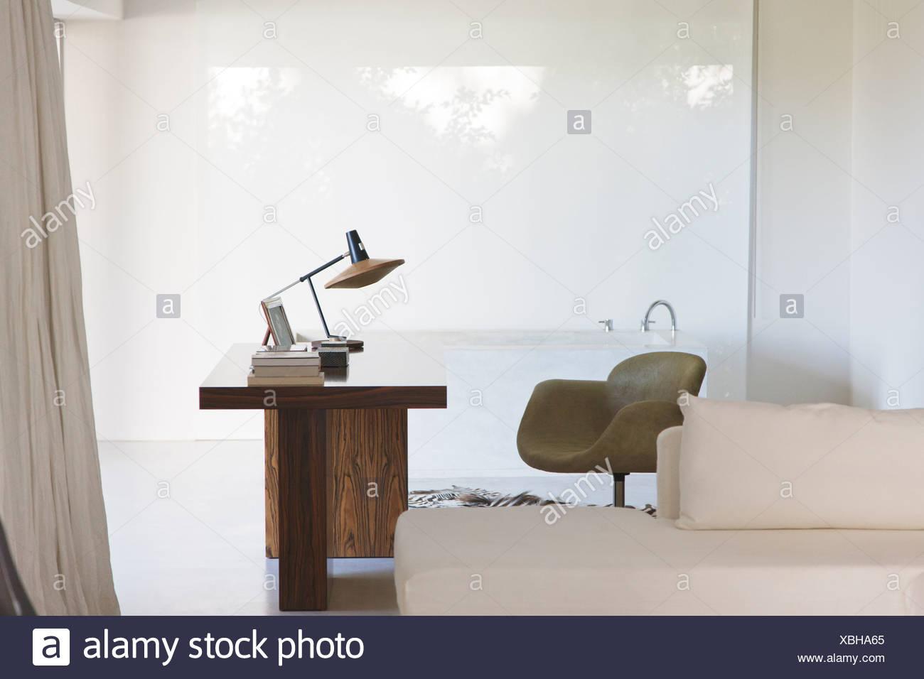 Desk and bathtub in modern home Stock Photo: 282508301 - Alamy