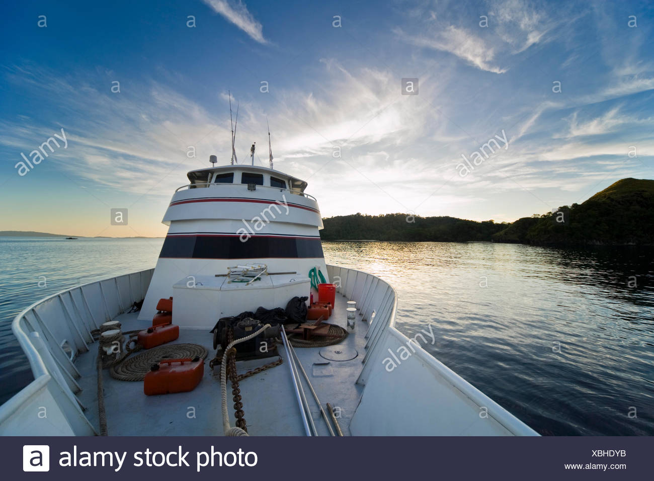 Bow of a boat in front of tropical landscape, Sulawesi, Indonesia, Southeast Asia - Stock Image