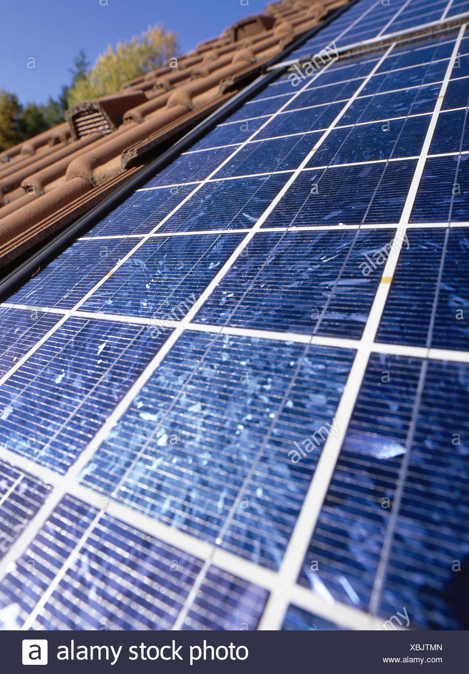 House roof, polycrystalline solar cells tiled roof, roof, solar ...