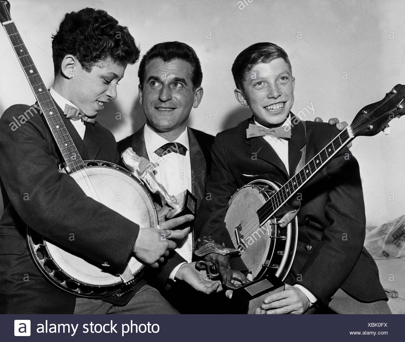 Jan und Kjeld, Danish duo (Banjo Boys), founded 1958, members: Wennick, Kjeld (* 3.2.1944) and Wennick, Jan (* 27.7.1946), with Rene Carol, award shows, Radio Luxemburg, 1960, Additional-Rights-Clearances-NA Stock Photo