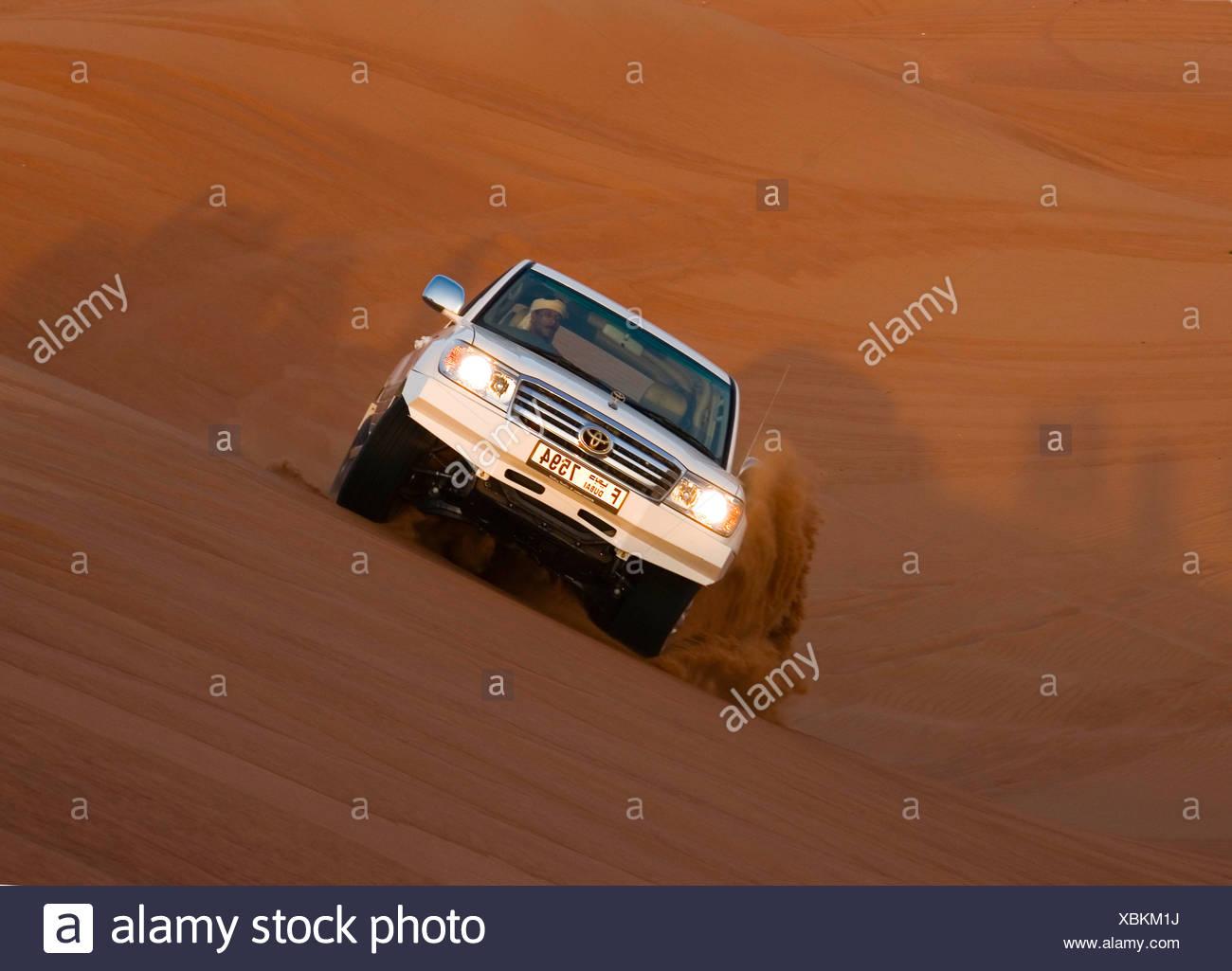 Offroad car in dunes, Dubai, United Arabic Emiraates UAE - Stock Image