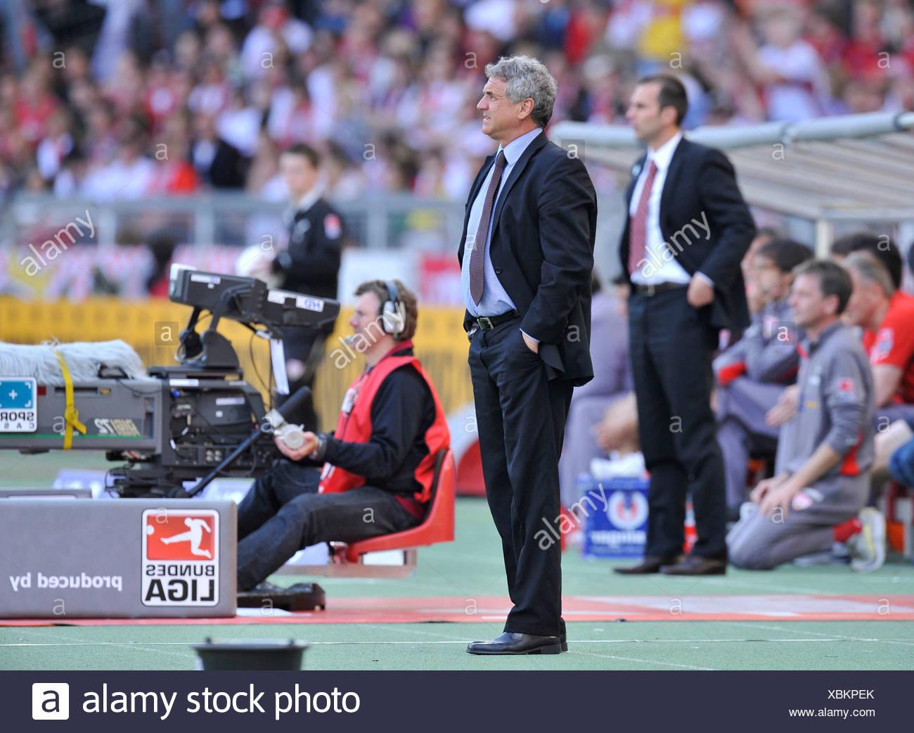 Coach Bojan PRASNIKAR, FC Energie Cottbus, in front of manager, coach Markus Babbel, VfB Stuttgart, at the sidelines, Mercedes- - Stock Image