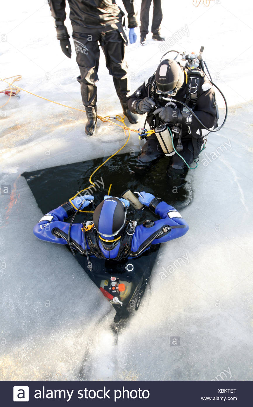 ice diver preparing to dive into frozen lake, Germany, North Rhine-Westphalia, Steinbach-Talsperre, Euskirchen Stock Photo