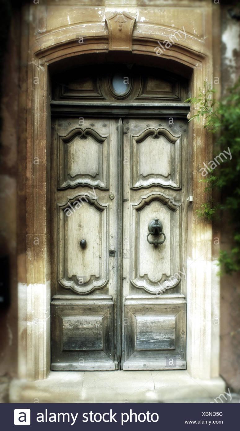Old house entrance door. Roussillon France - Stock Image & Decadencia Stock Photos u0026 Decadencia Stock Images - Alamy