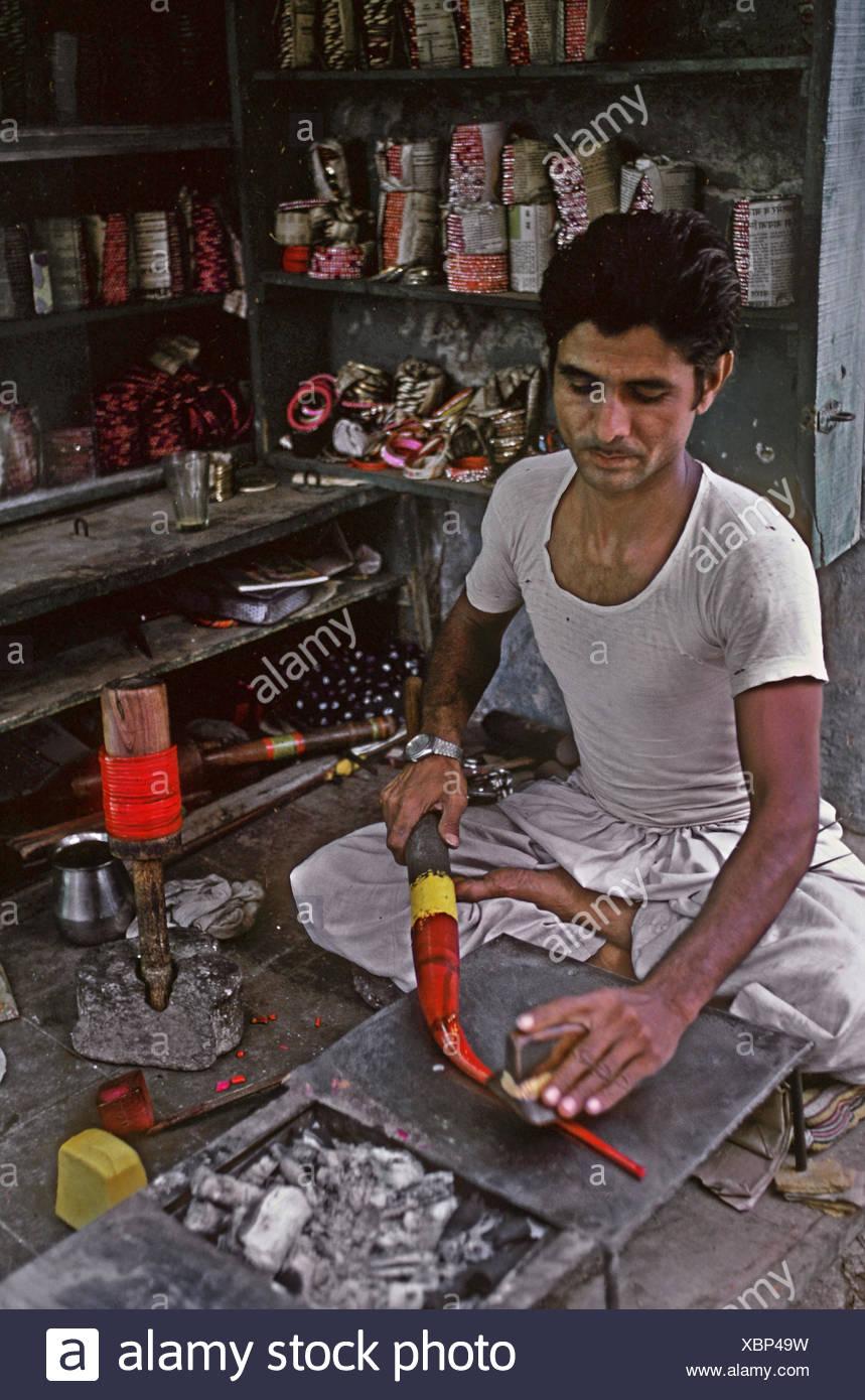 Lac bangle maker - Stock Image
