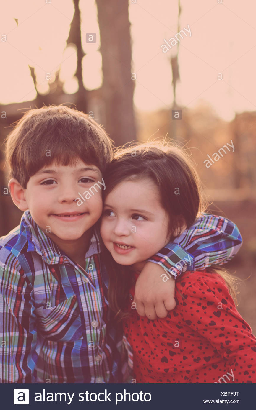 Brother and sister (2-3) in park - Stock Image