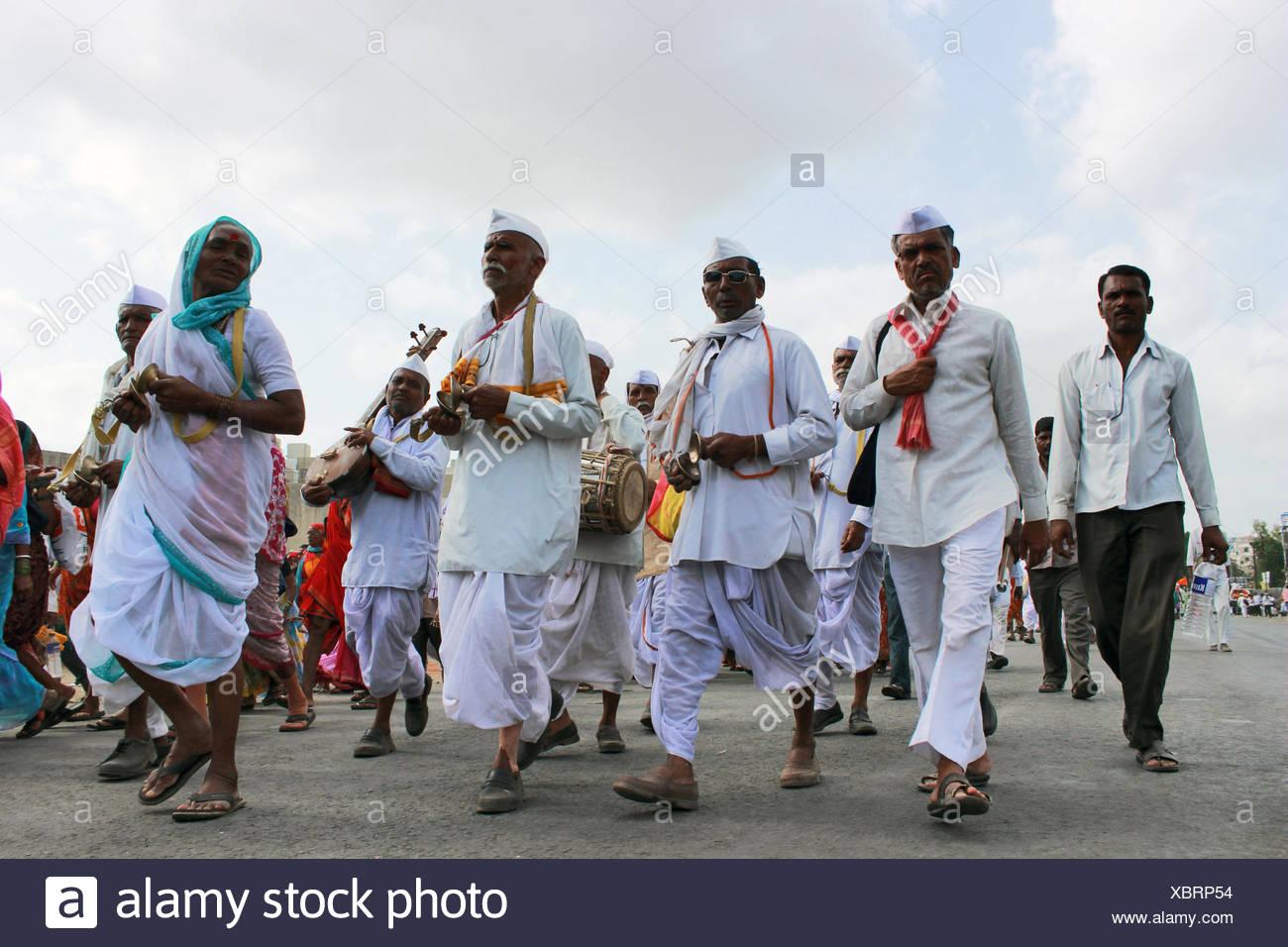 Pilgrims or waris at Pandarpur yatra Stock Photo