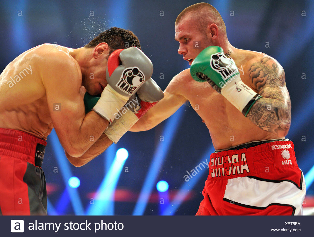 Felix Sturm, GER, vs. Martin Murray, UK, SAP Arena, Mannheim, Baden-Wuerttemberg - Stock Image