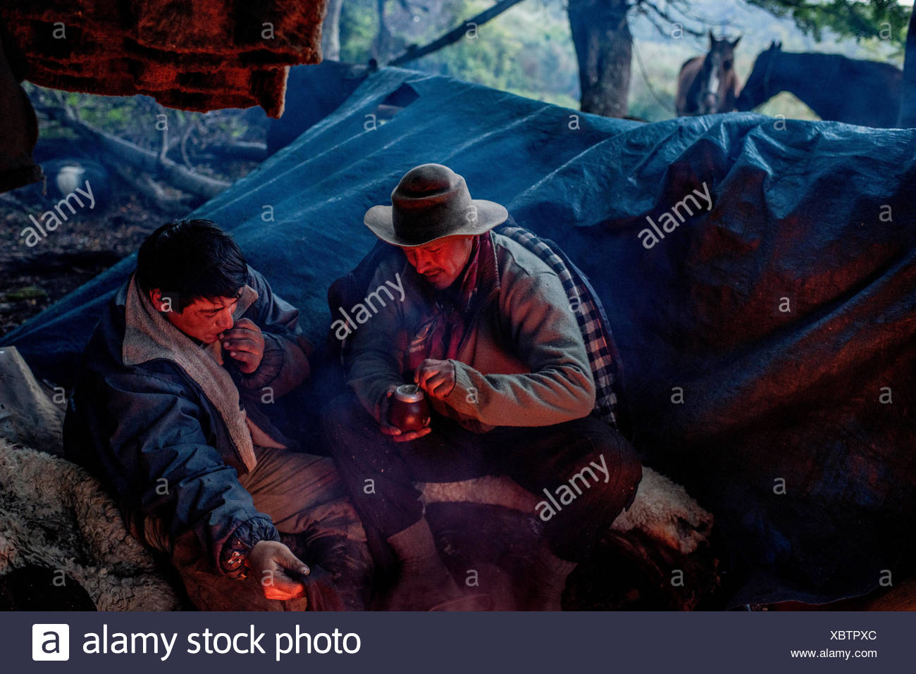 Bagualeros, cowboys who capture feral livestock, drink mate tea while camping. - Stock Image