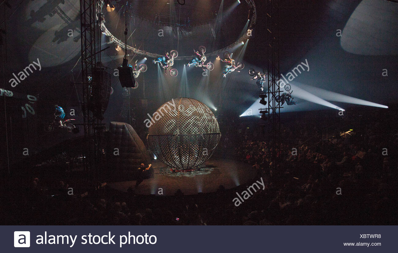 AirFours freestyle motorcycle performance, FlicFlac Christmas Circus, premiere of Schrille Nacht, eilige Nacht, Westfalia Hall - Stock Image