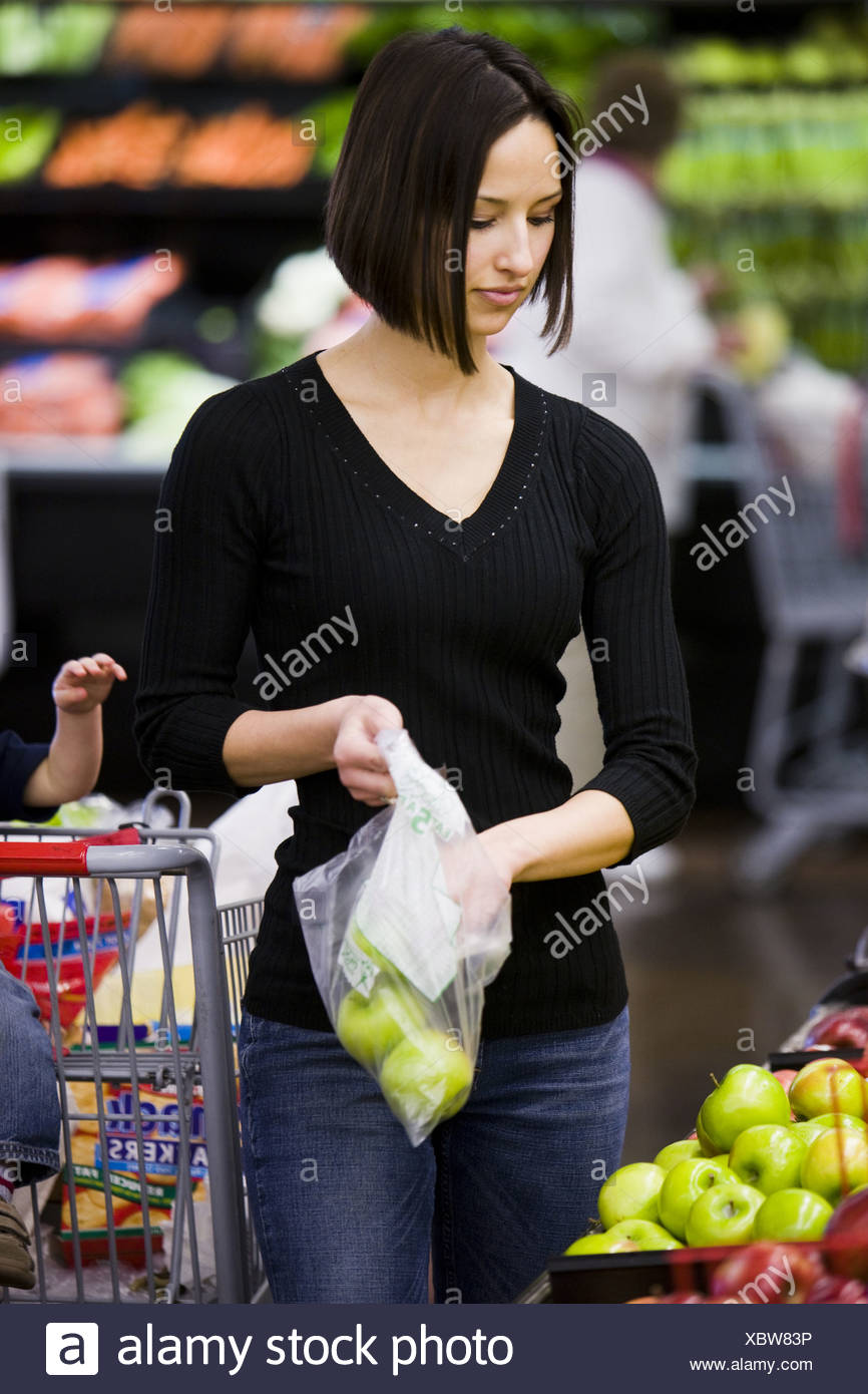 woman grocery shopping - Stock Image
