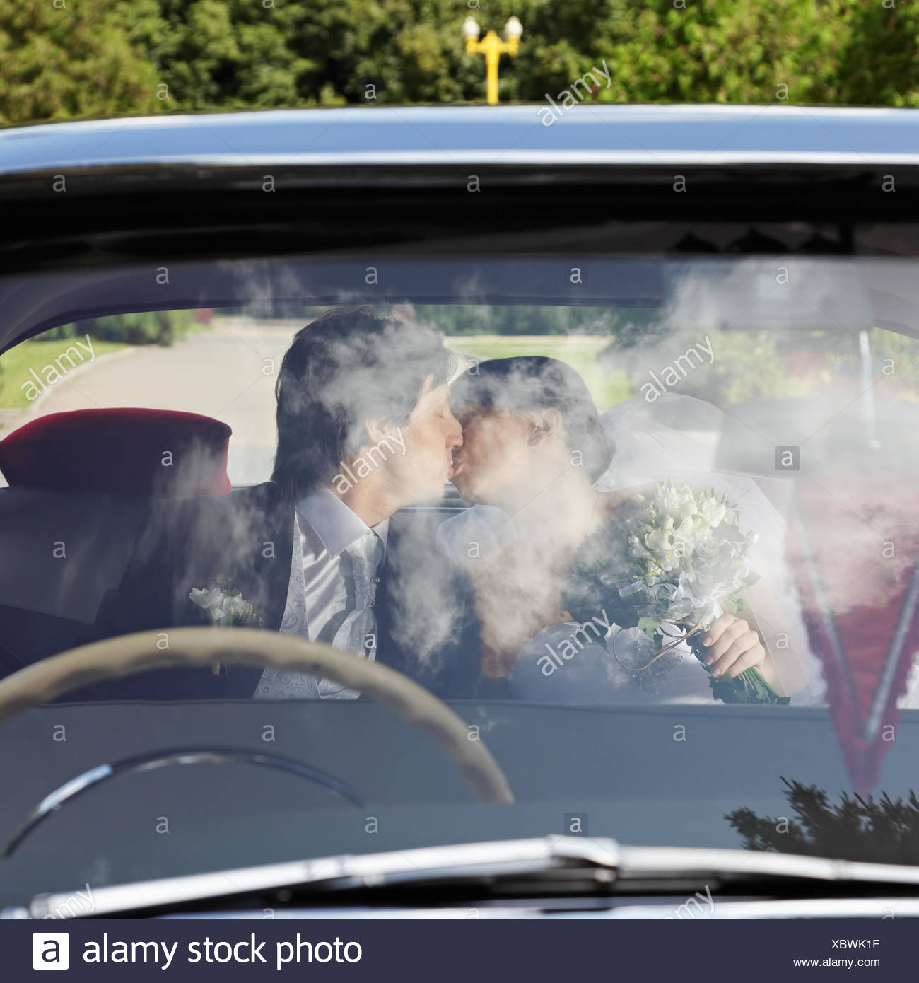 kissing in cars download