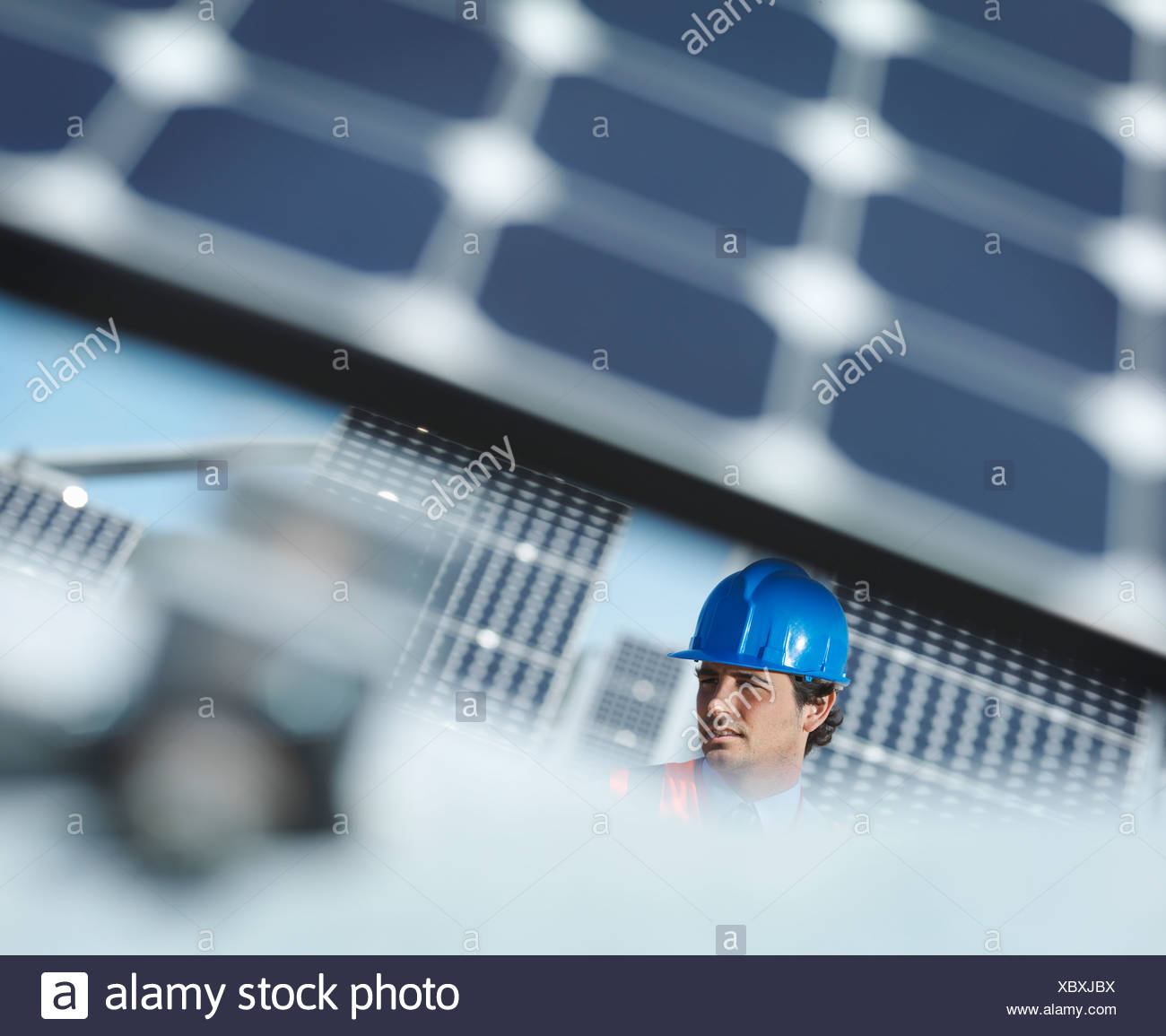 Spanish solar power station and engineer - Stock Image