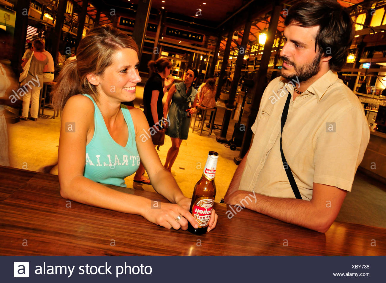 Young couple in the Bar Qué bonito es Panamá in the Mercado de la Reina, Gran Vía, nightlife, Madrid, Spain, Iberian Peninsula, - Stock Image