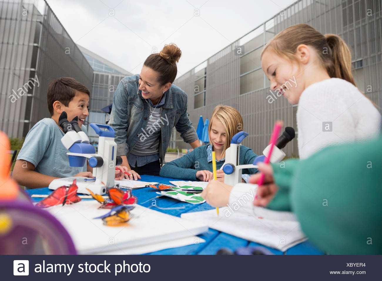 Science teacher and students outdoor projects - Stock Image