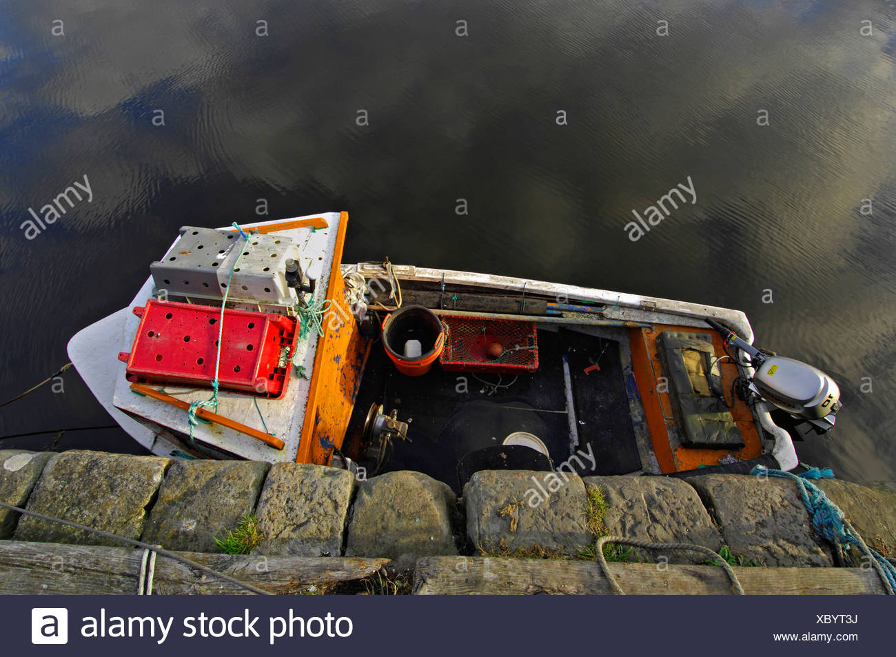 Small fishing-smack seen from above in Brora harbour, Sutherland, northern Scotland, UK - Stock Image