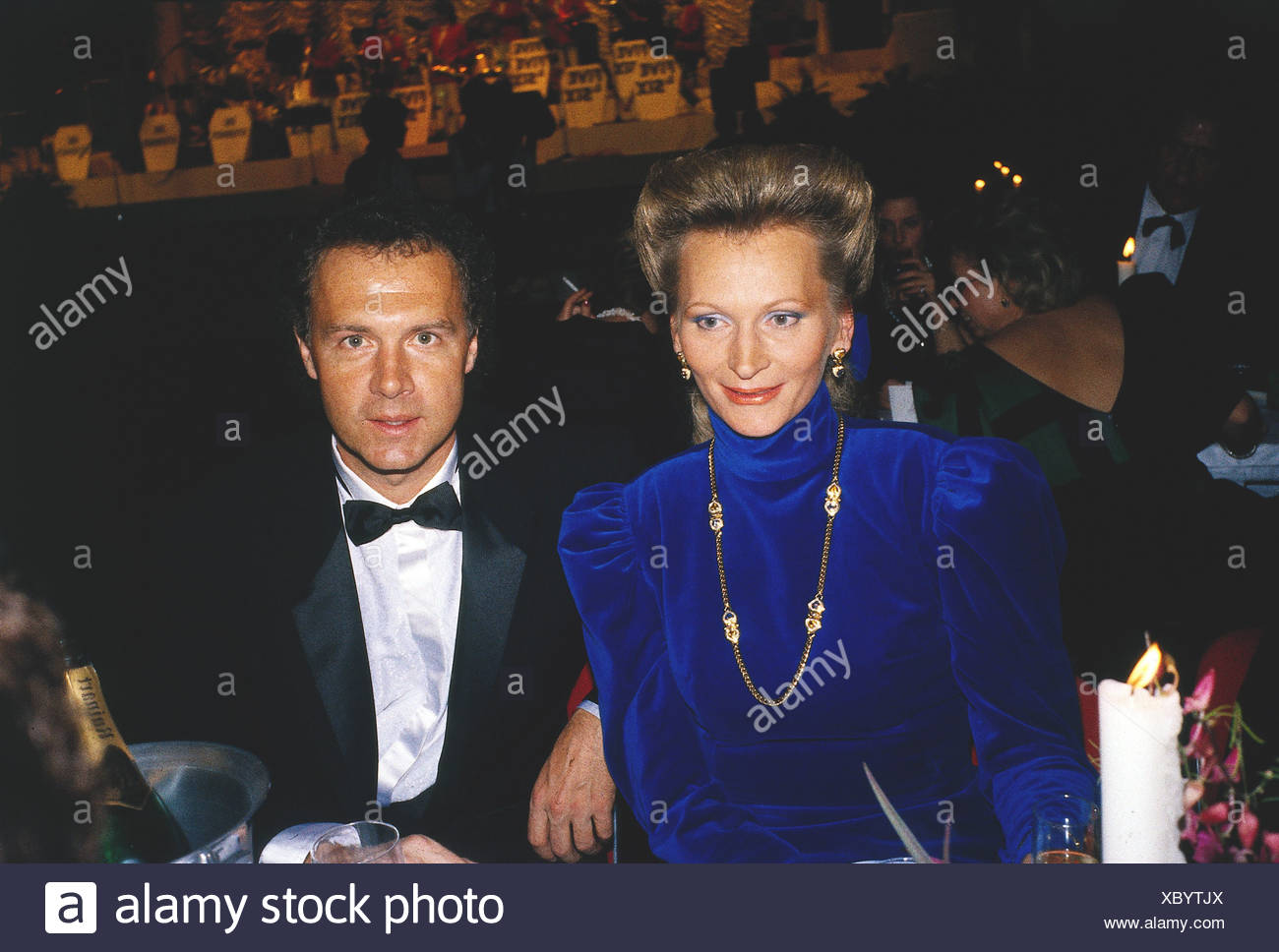 Beckenbauer, Franz * 11.9.1945, German football player, half length, with Diane Sandmann, 1980s, soccer, - Stock Image