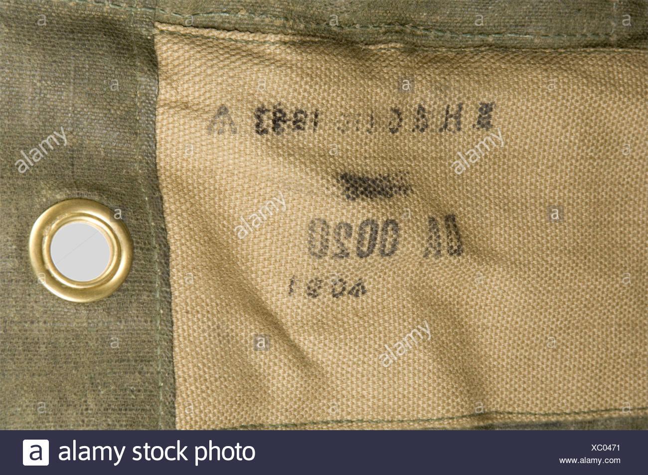 """Grande Bretagne Deuxième Guerre Mondiale, Rare """"Leg Bag"""" de Parachutiste Anglais, en toile renforcée verte, renforcé en tissu de toile beige, sangle de laçage avec poignée coulissante et système de fixation au harnais. Daté 1943., , Stock Photo"""
