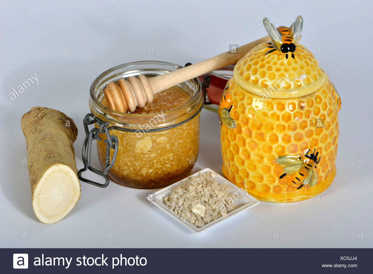 Production Horseradish syrup with honey / (Cochlearia armoracia) - Stock Image
