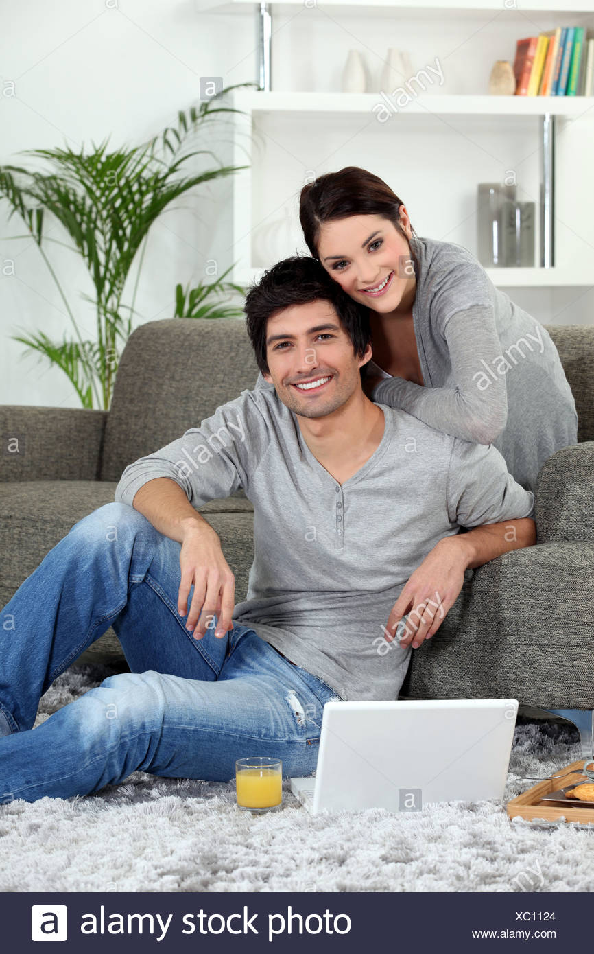 a couple in the lounge - Stock Image