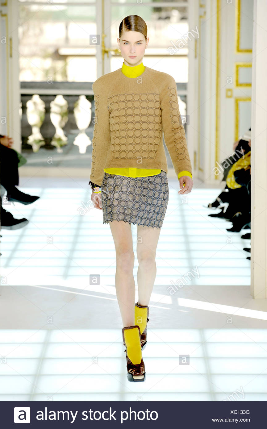 How to yellow wear skirt in winter catalog photo