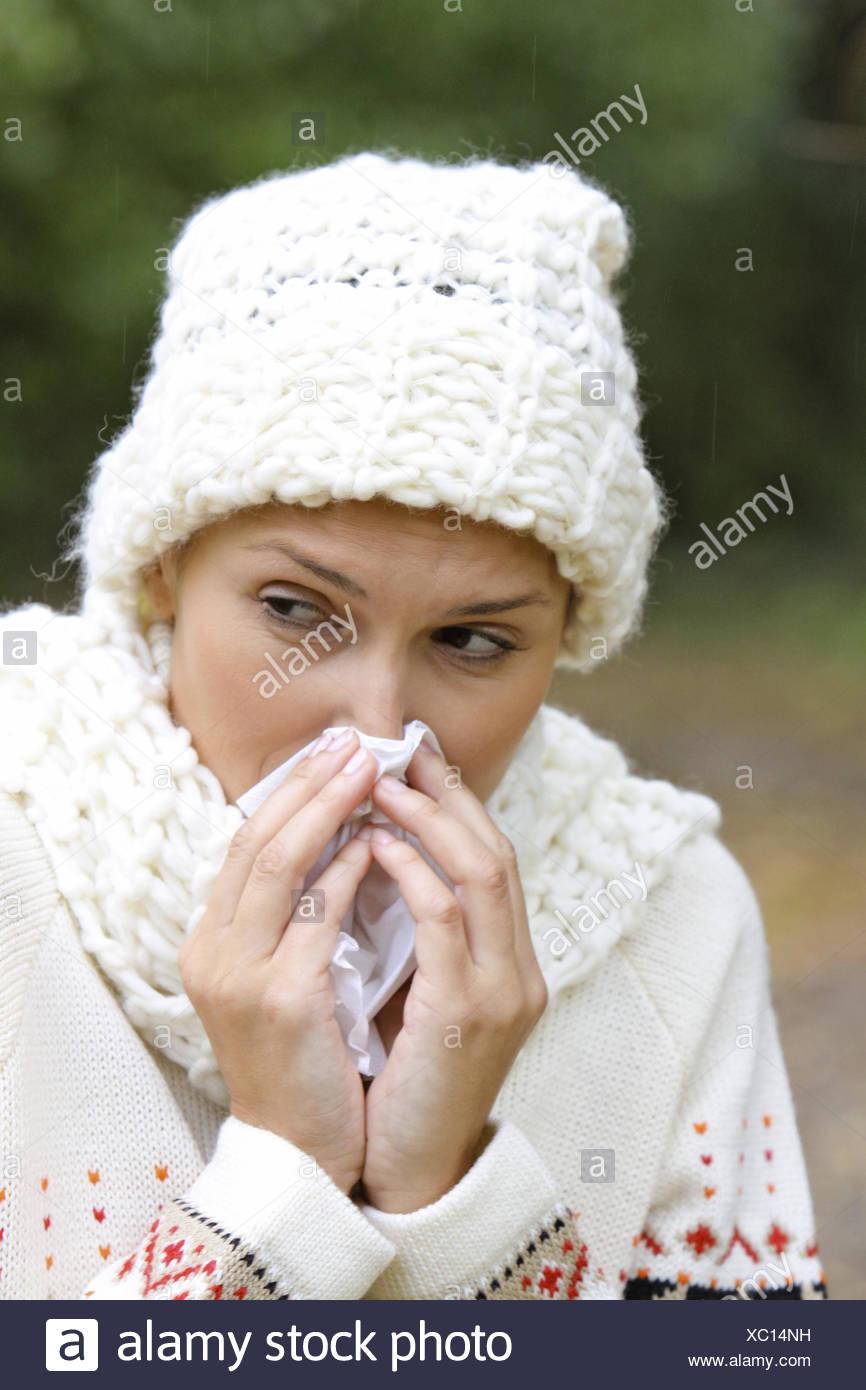 Frau, jung, 20-30 Jahre, Wetter, Witterung, aussen, Schmuddelwetter, Herbst, Spaziergang, Herbstspaziergang, Abhaerten, frische, - Stock Image