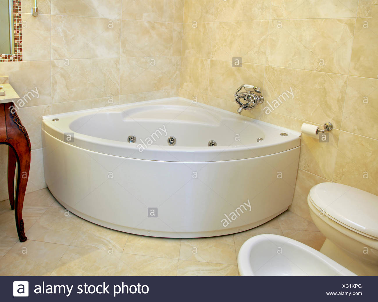 Corner Bathtub Stock Photos & Corner Bathtub Stock Images - Alamy