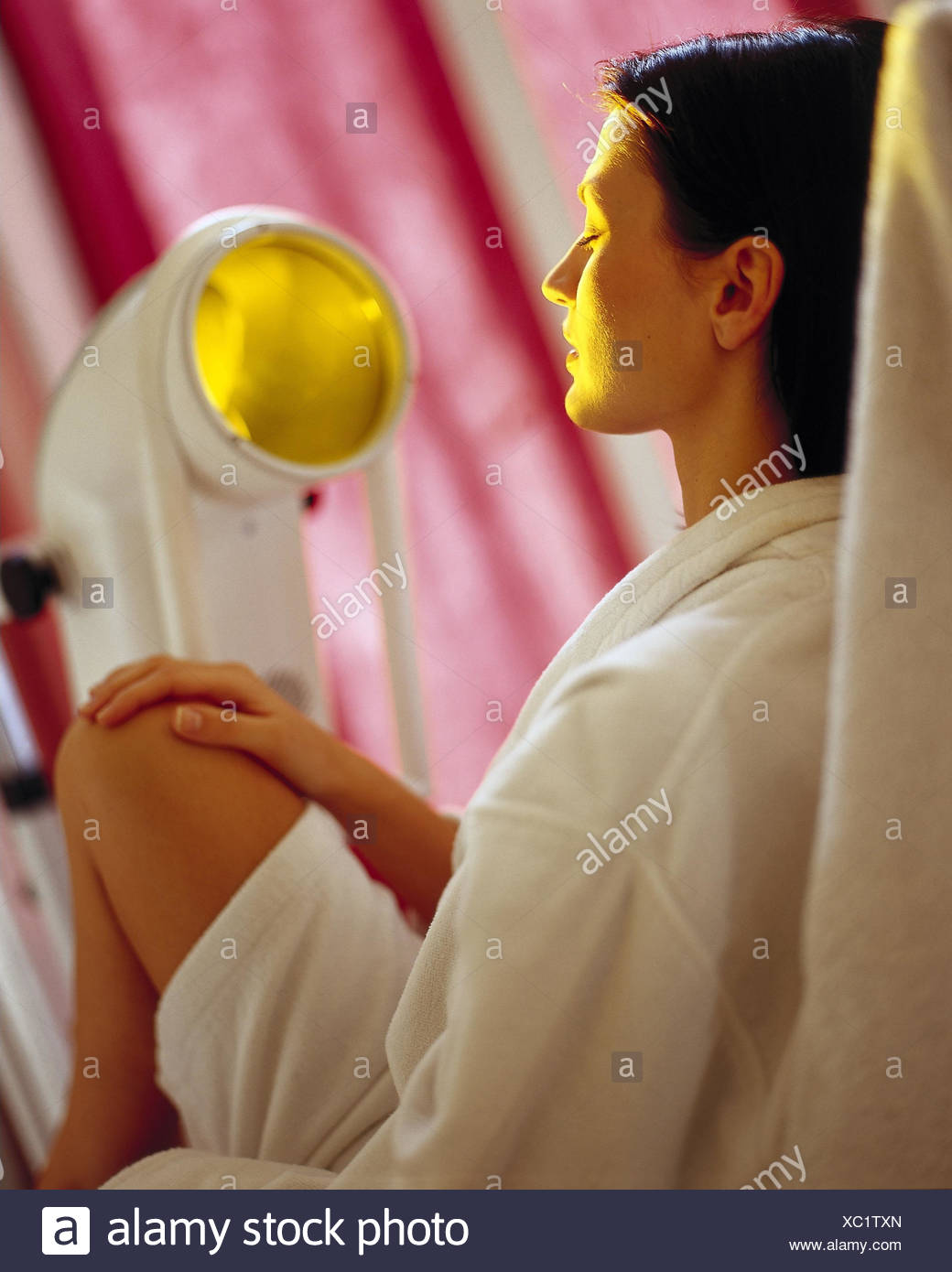 Treatment chair, Bioptron lamp, woman, look, irradiate inside, young, biology light therapy, light therapy, treatment, cosmetically, medically, irradiation, near - Stock Image