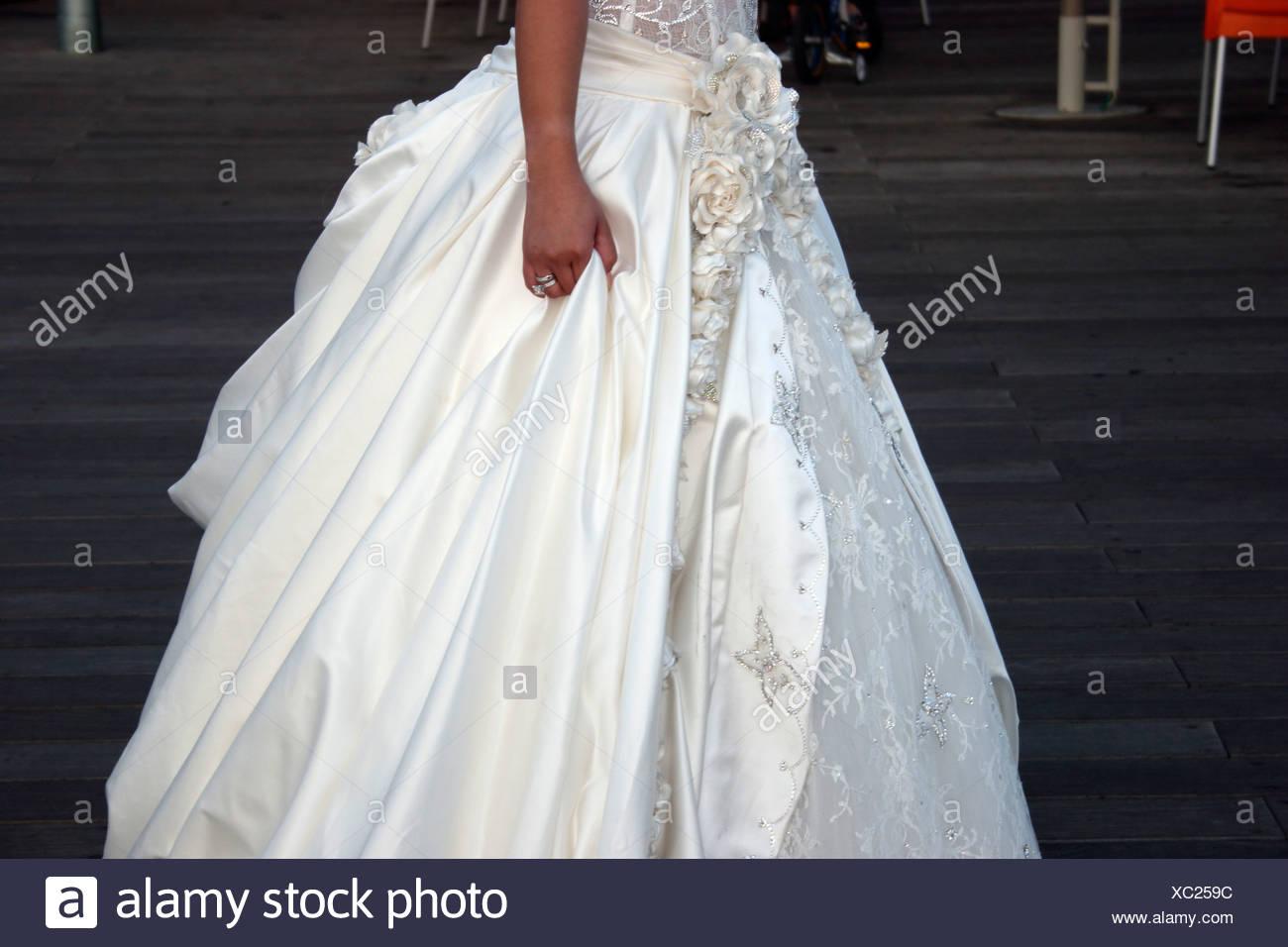 A Jewish bride in her wedding dress Stock Photo: 282789848 - Alamy