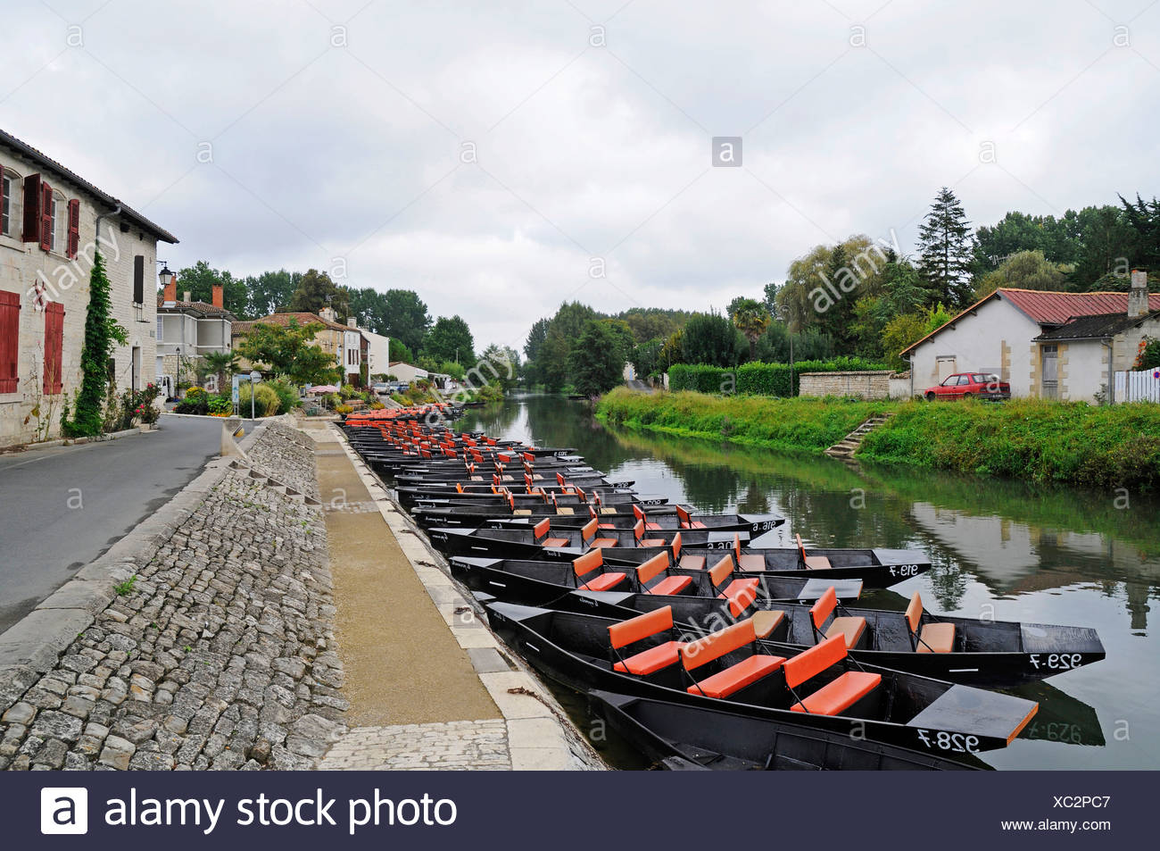 Boats, Marais Poitevin, river and marshes, Coulon, Poitou Charentes, France, Europe - Stock Image