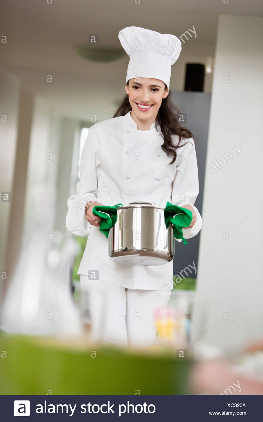 Chef Walking Stock Photos & Chef Walking Stock Images - Page 3 - Alamy