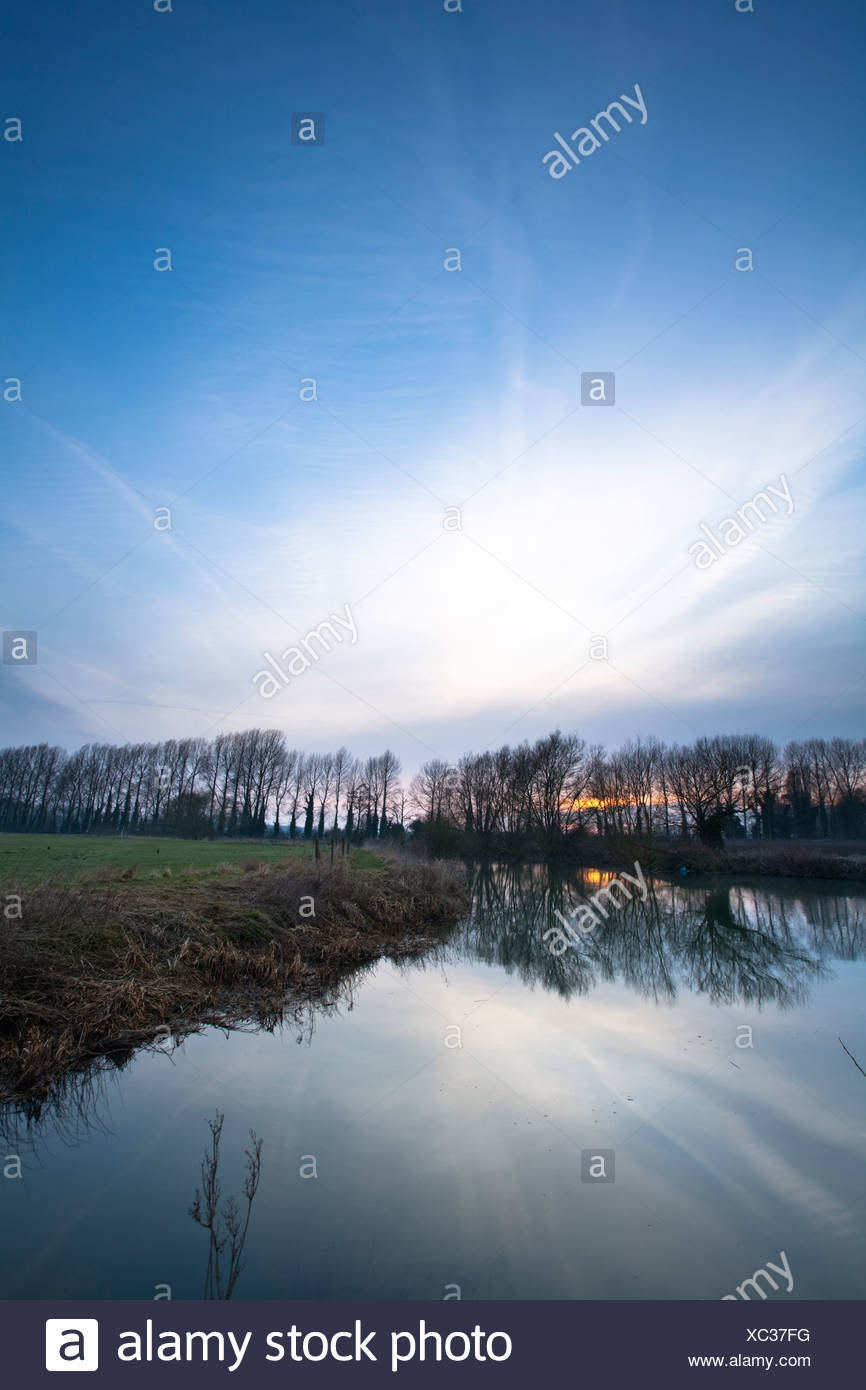 Dawn breaks over the meadows of the Upper Thames near Lechlade in Gloucestershire, Uk - Stock Image