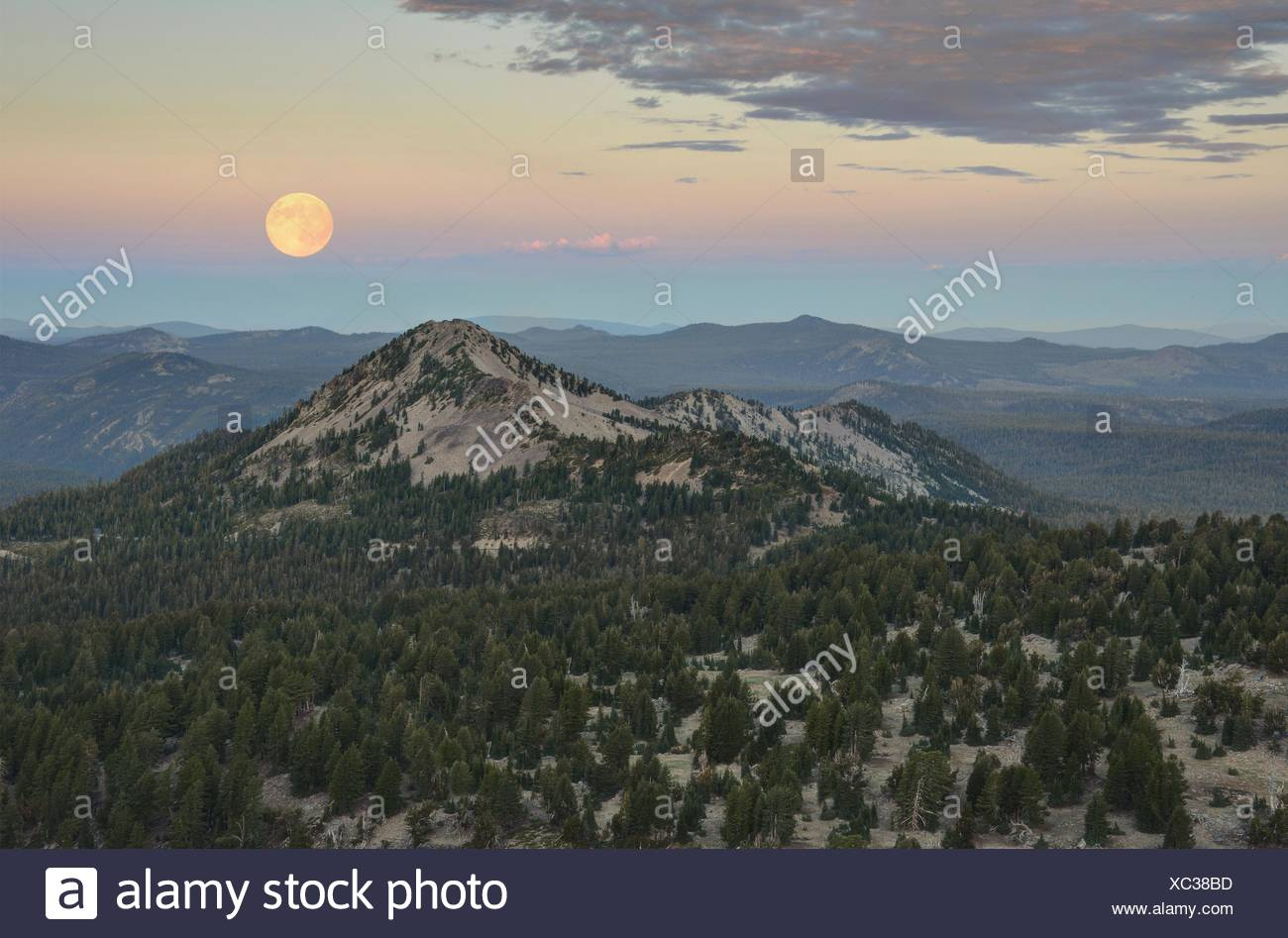 USA, California, Lassen Volcanic National Park, Rising of Moon Over Reading Peak - Stock Image