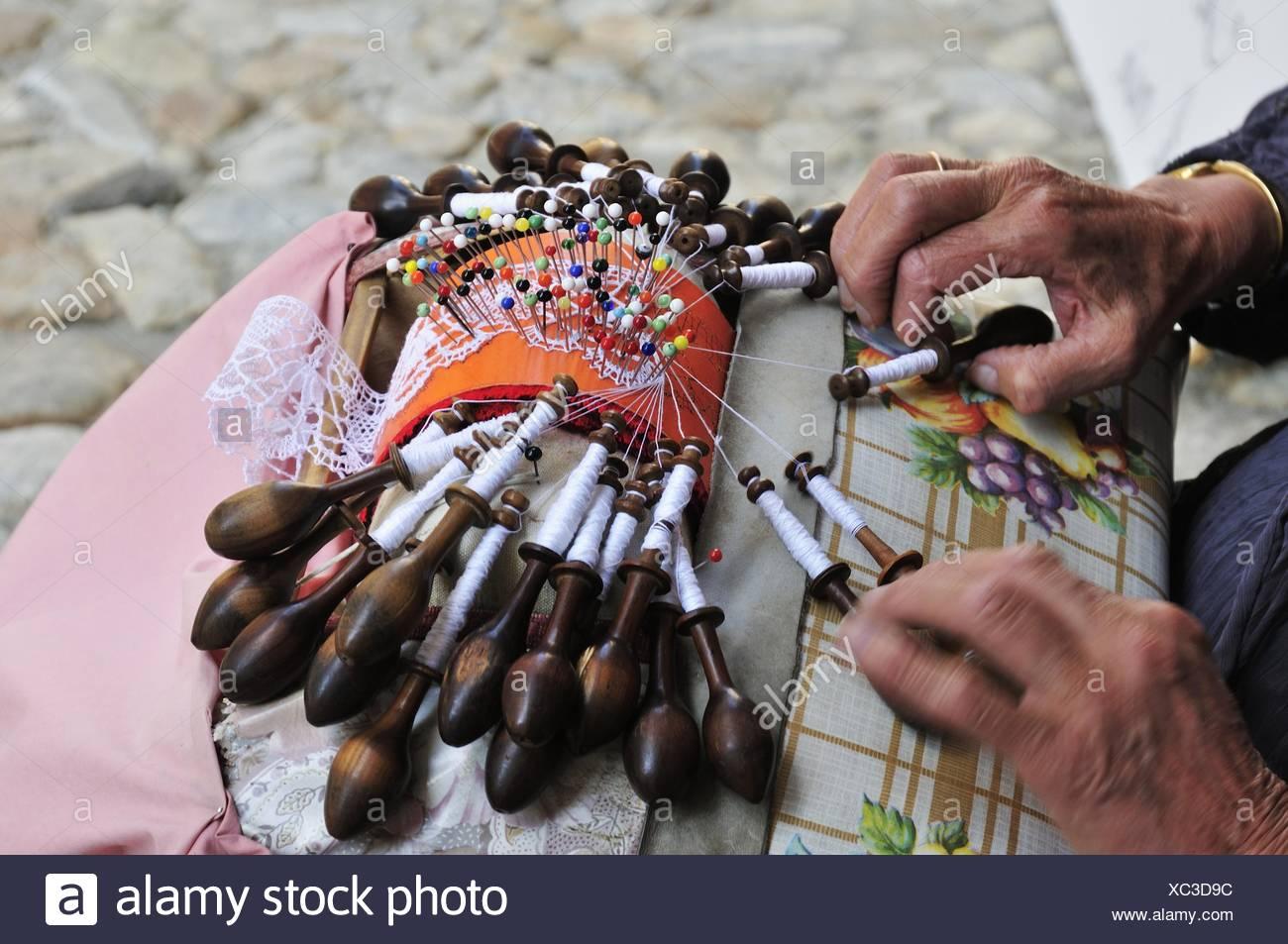 Old woman making lace, Le Puy-en-Velay, Haute Loire, Auvergne, France - Stock Image