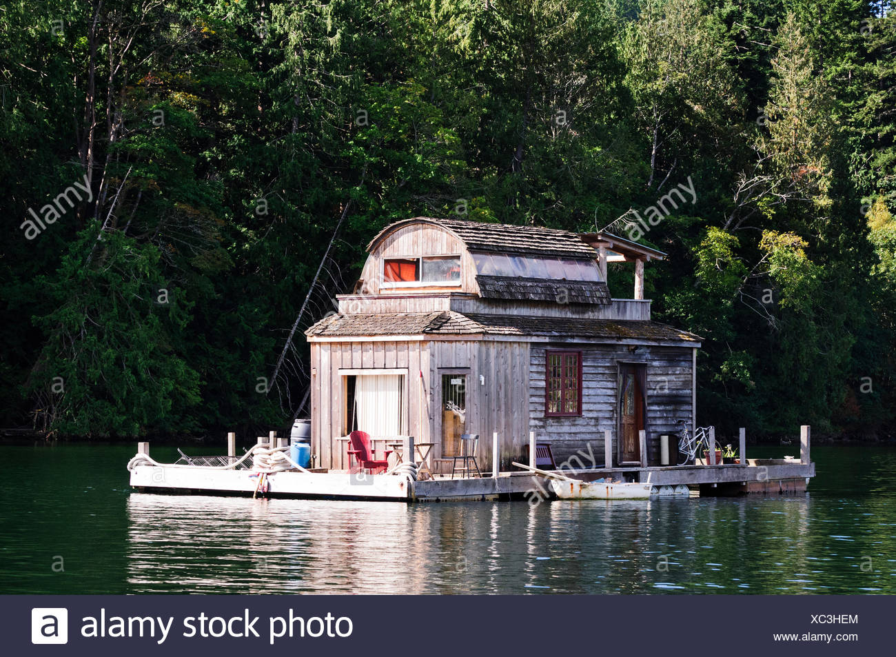 A float home anchored in Burgoyne Bay in Salt Spring Island, British Columbia. - Stock Image