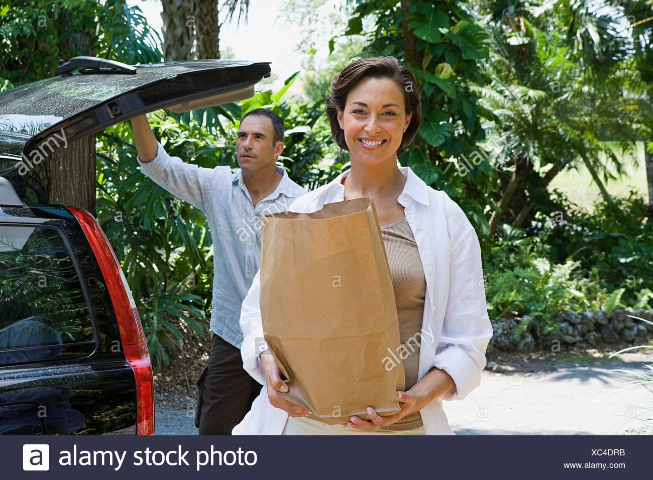 Couple with groceries - Stock Image