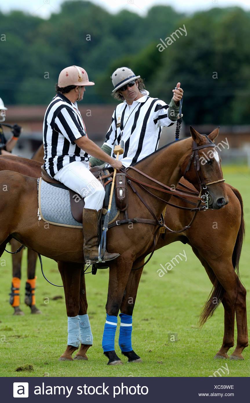 Two referees in conversation, Cesar Ruiz-Guiñazu, left, Mickey Keuper, right, polo, polo player, polo tournament - Stock Image